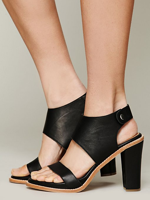 Gwen Heel in heels-wedges